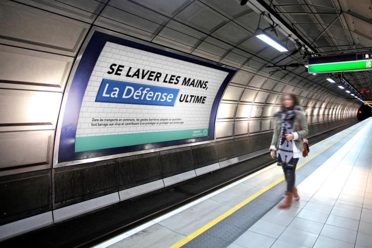 pub station metro paris créatif
