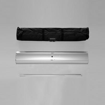 Vue de haut, contenu du sac roll'up imprimé double face 85x200