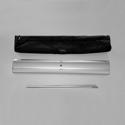Vue de haut, contenu du sac roll'up imprimé en 100x200
