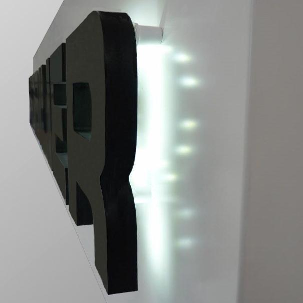 Lettres en relief avec lumi�re LED indirectes et socle